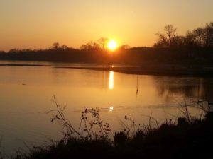 Schöne Sprüche, die zum Nachdenken anregen - Sonnenuntergang am See