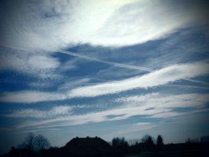Sprüche zum Nachdenken - blauer Himmel mit Wolken