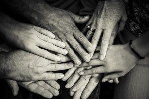 Familiensprüche - viele Hände