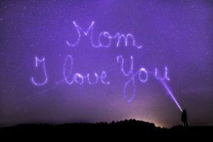 Muttertagssprüche - Schriftzug im Himmel