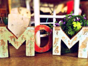 """Muttertagssprüche - Schild """"Mom"""""""